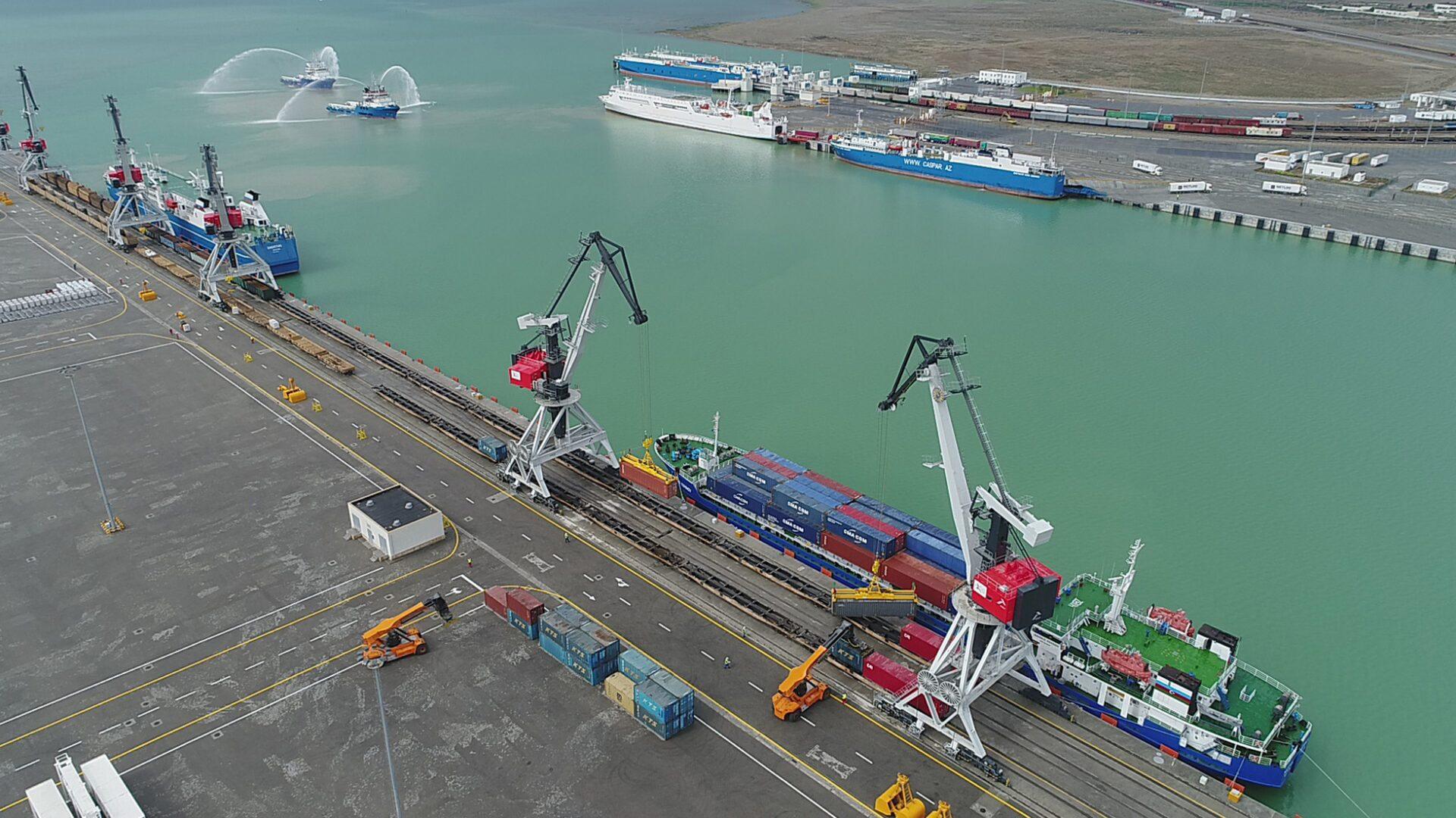 морски транспорт