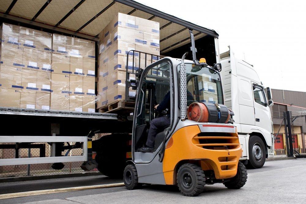 Палетни доставки със сухопътен транспорт